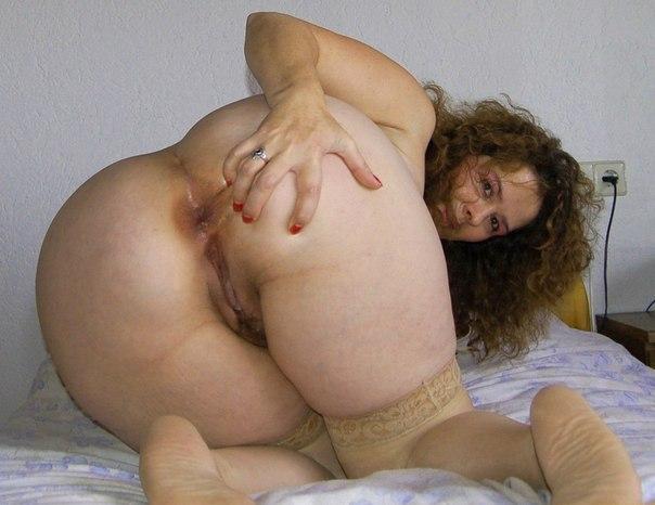 Пышные мамочки светят крупными попками и большими титьками