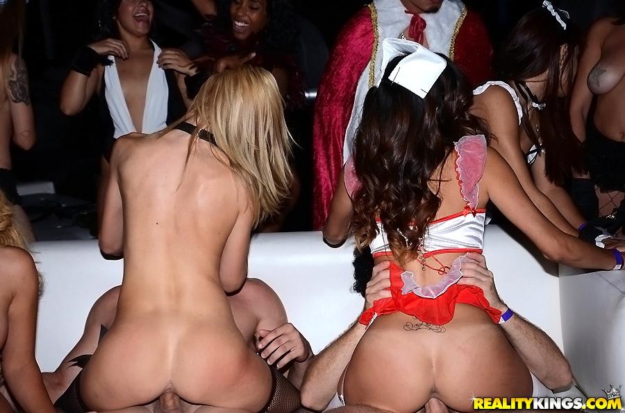 Девки на вечеринке пошли нарасхват