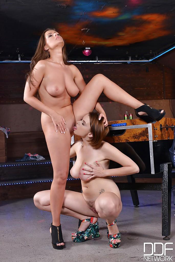Лесби Marina Visconti и Kendra Star провели вечер вдвоем секс фото