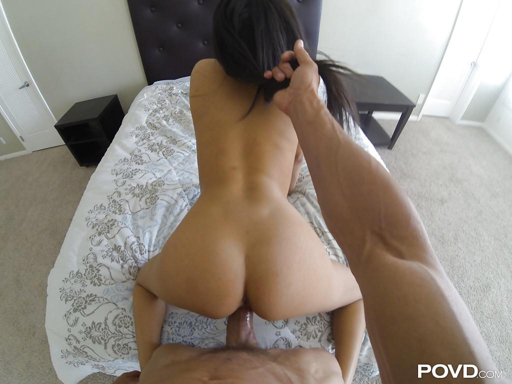 Любовник смуглянки Аниссы Кейт снимает секс с ней от первого лица