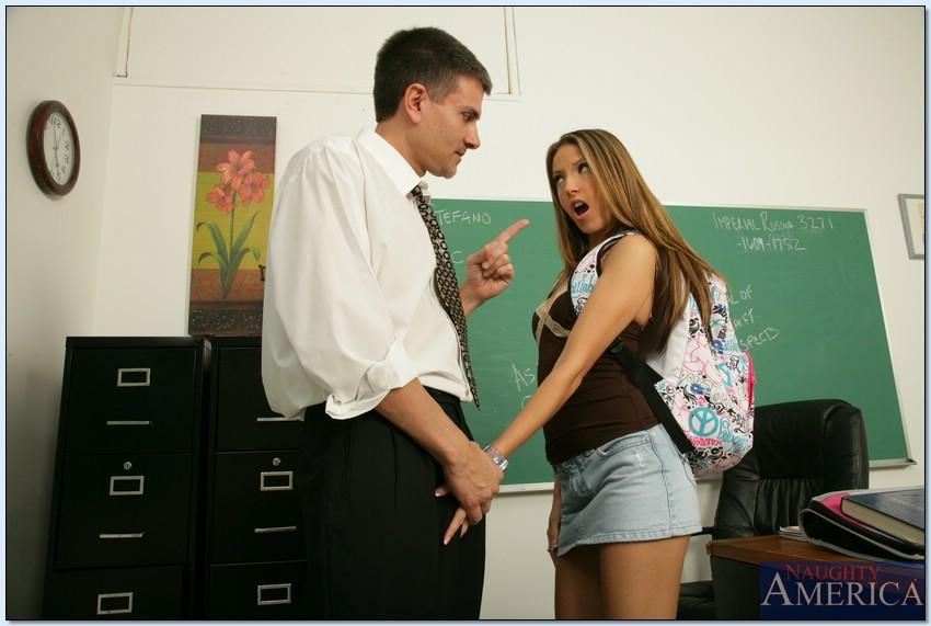 Ученица Jenna Haze рассчиталась перепихоном за отличную оценку
