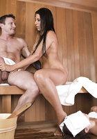 Соблазнила в бане подругу