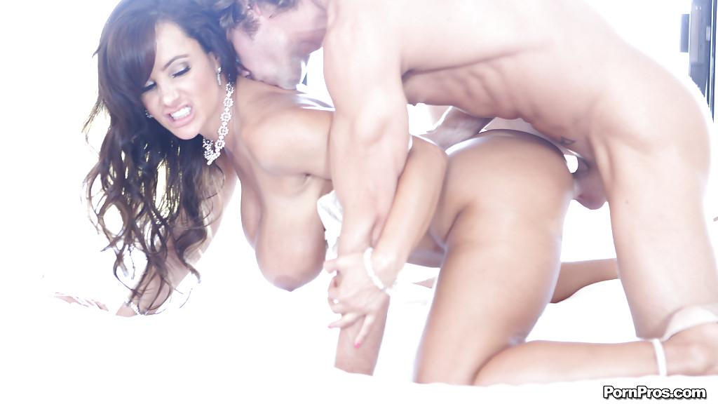 Порноактриса Lisa Ann удовлетворила партнера