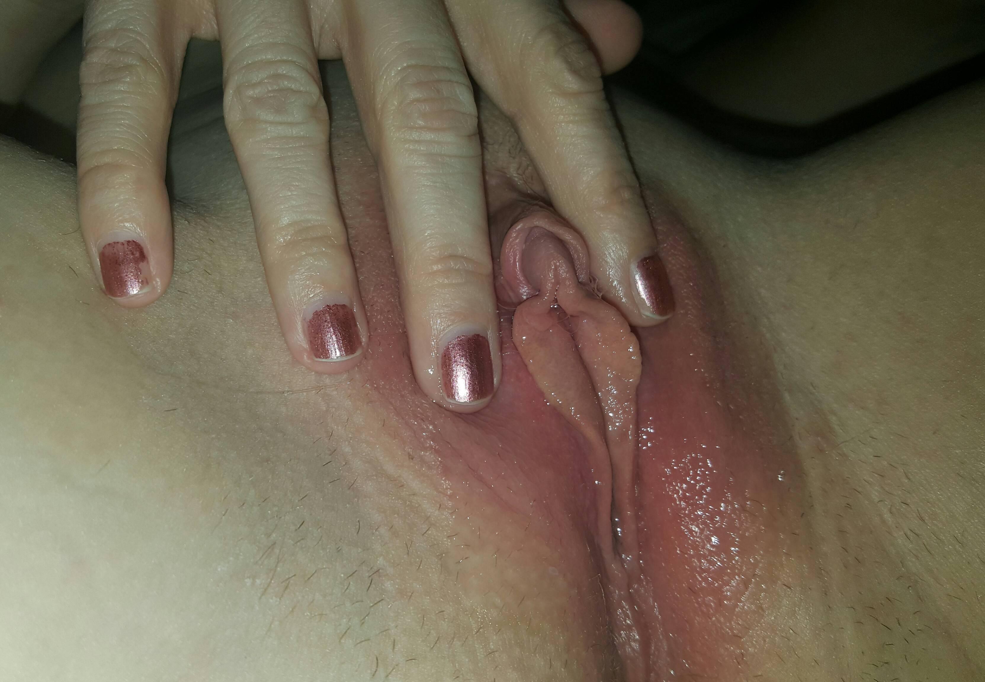 Девки показывают для порно журнала чертовски сырую киску смотреть эротику