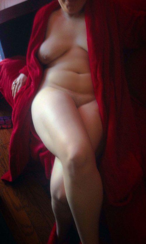 Жирдяйка желает выебать пизду розовым дилдо