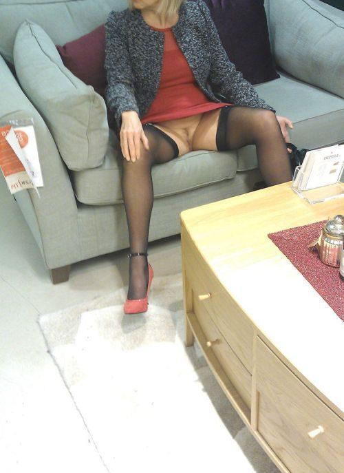 Тетки не прочь задрать юбке в торговом центре
