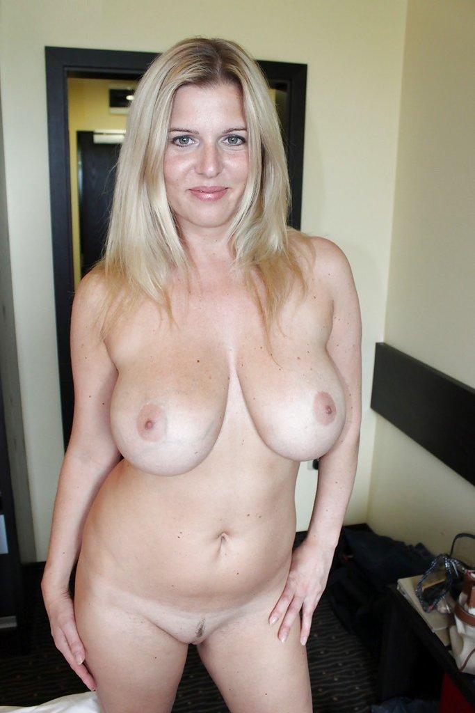 Женщинам в возрасте захотелось показать оголенное тело