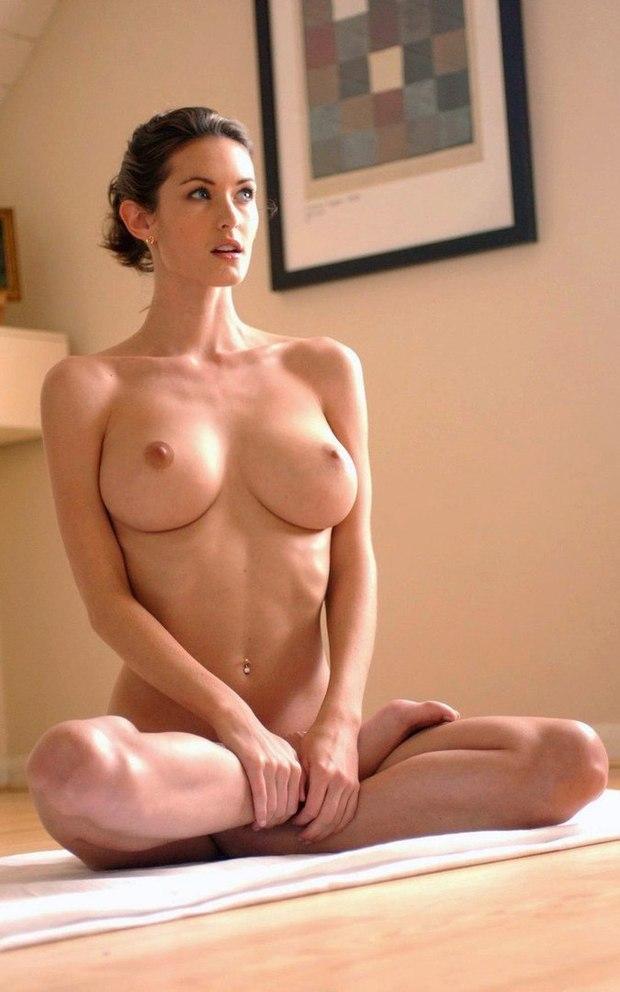 Молодые распутницы отдыхают голыми