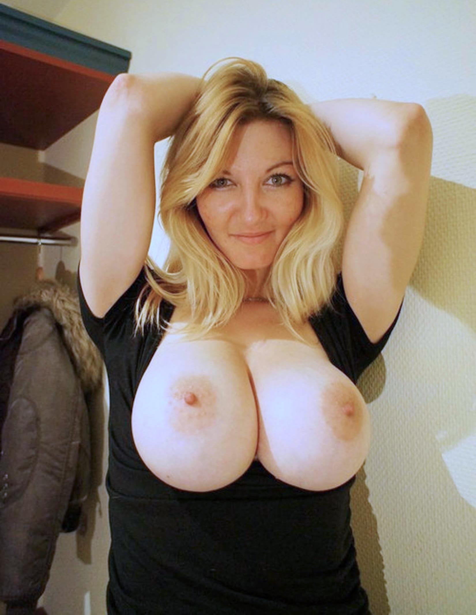 Подборка дам с гигантскими грудями