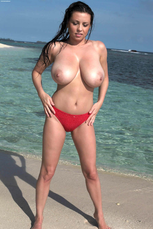 Привлекательные телки с крупными естественными сисями перед мачо секс фото