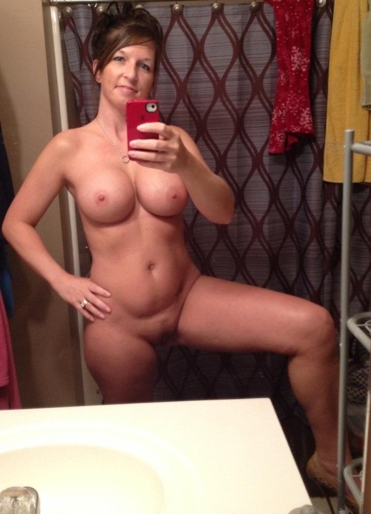 Эротические снимки дамочек в домашней обстановке