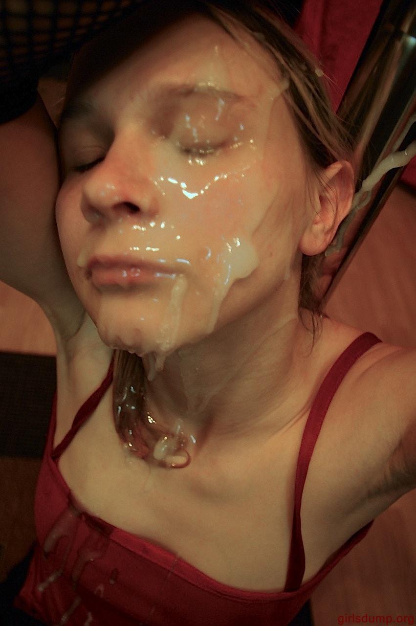 Бойфренды обильно поливают спермой тела партнерш