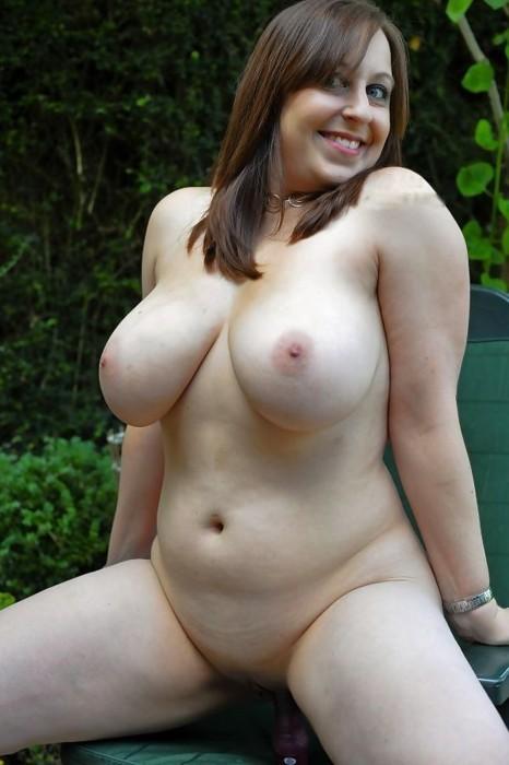 Голые толстушки хвастают мясистыми бюстами