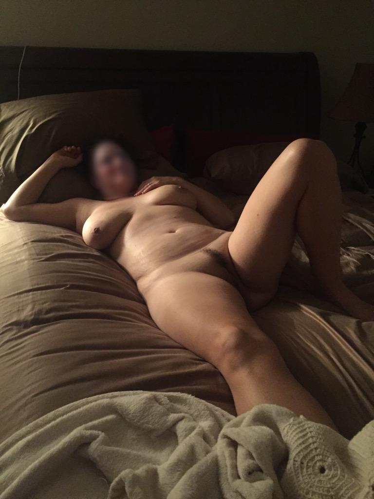 Мокрые мамаши снимают трусы на отдыхе и в номере отеля секс фото
