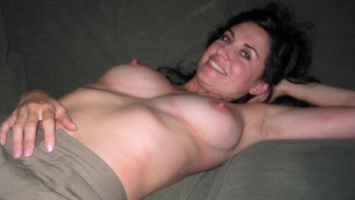 Тетки с пышной грудью обнажаются для эротической фотосессии секс фото