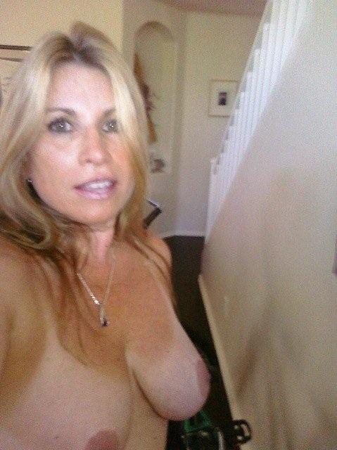 Тётки в возрасте сфотографироваи крупные груди