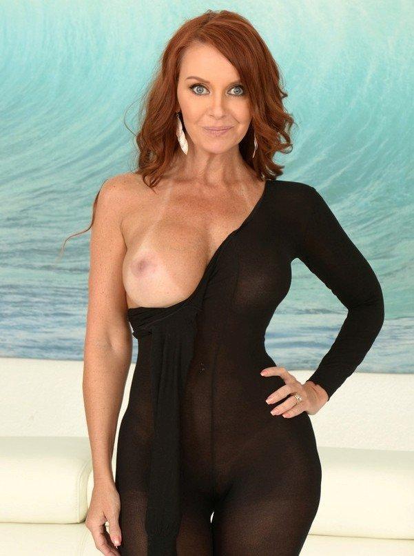 Европейские дамы средних лет с огромной грудью