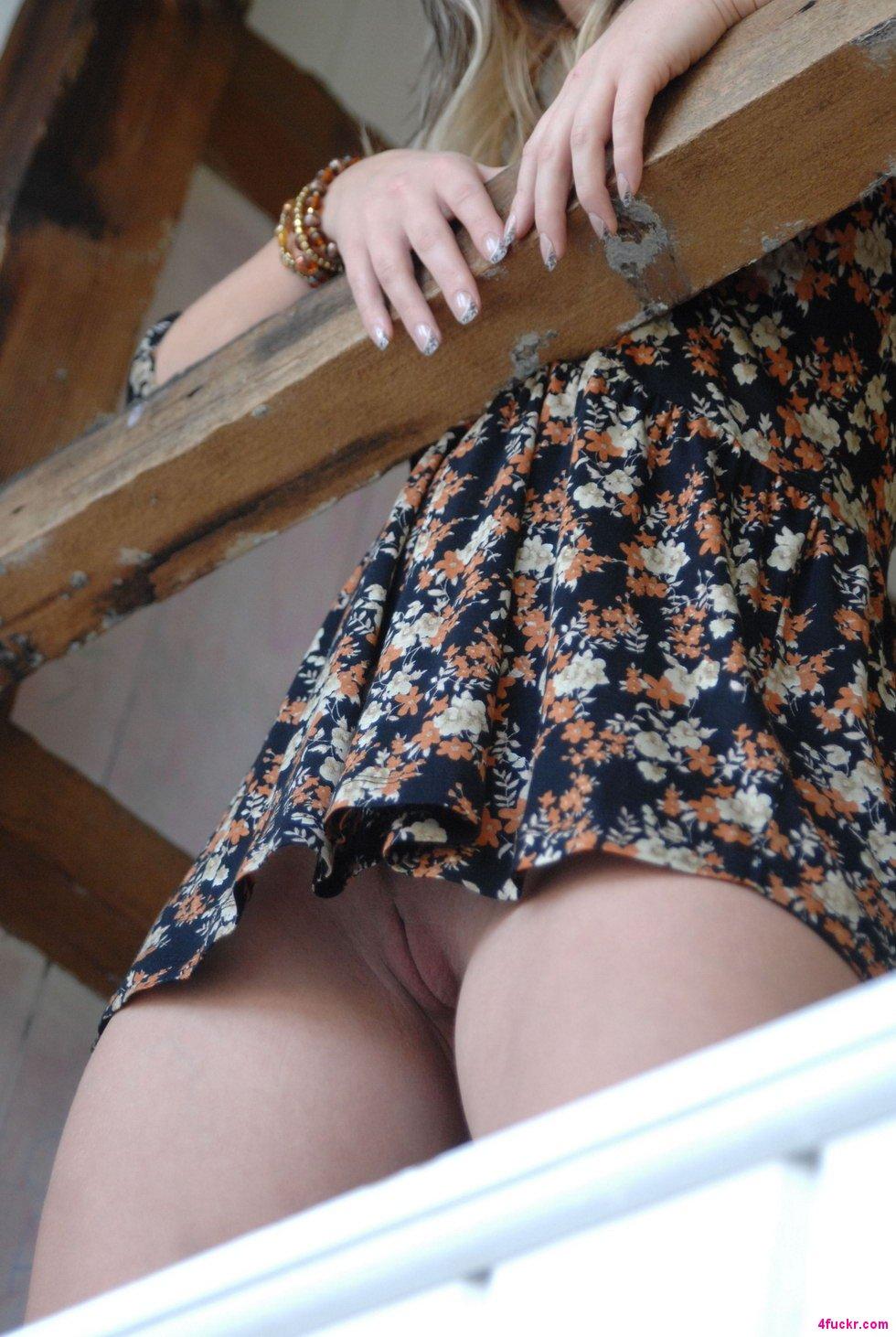 Девки желают заняться сексом и снимают свои бикини