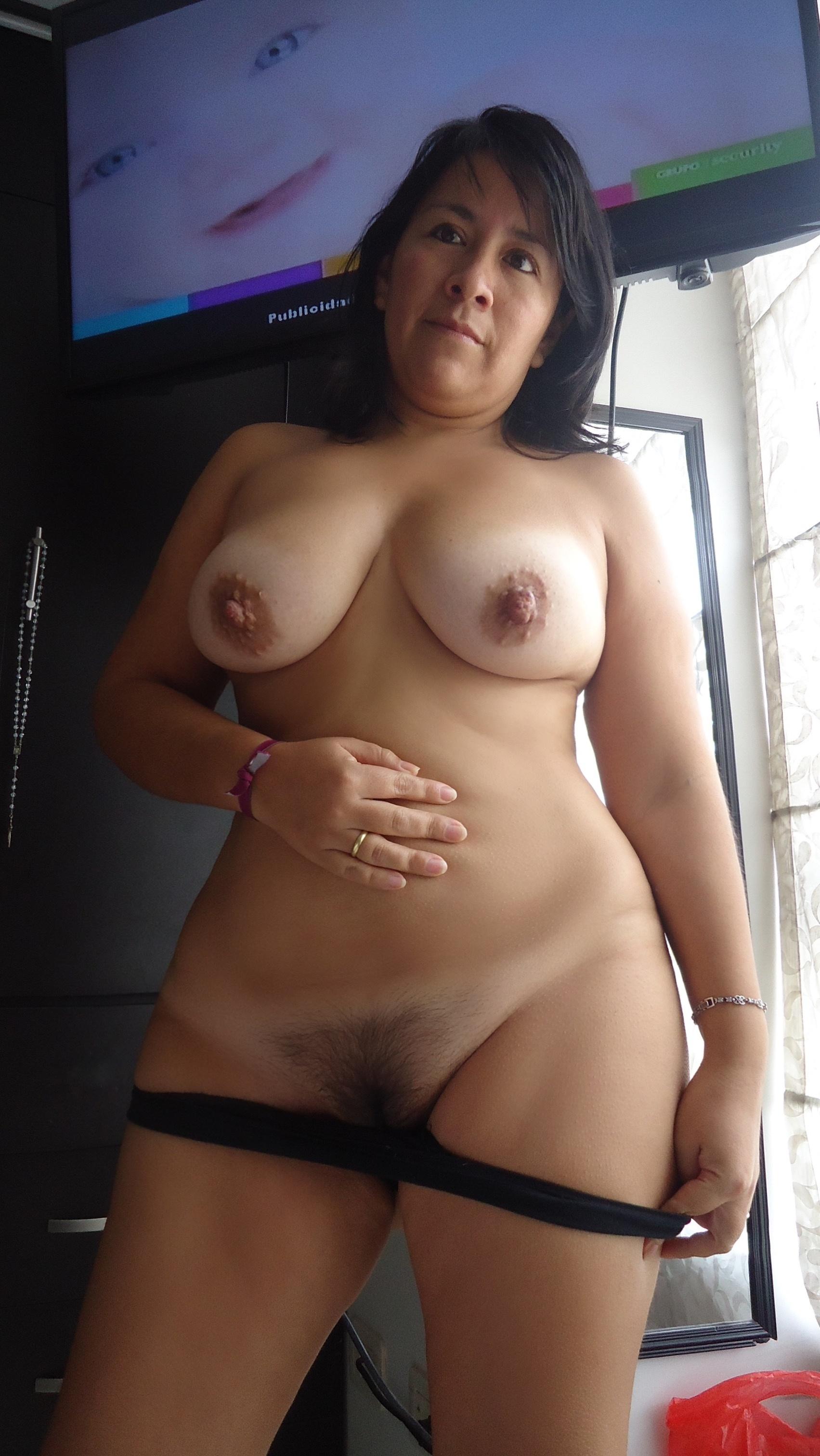 Дамы светят идеальными формами секс фото