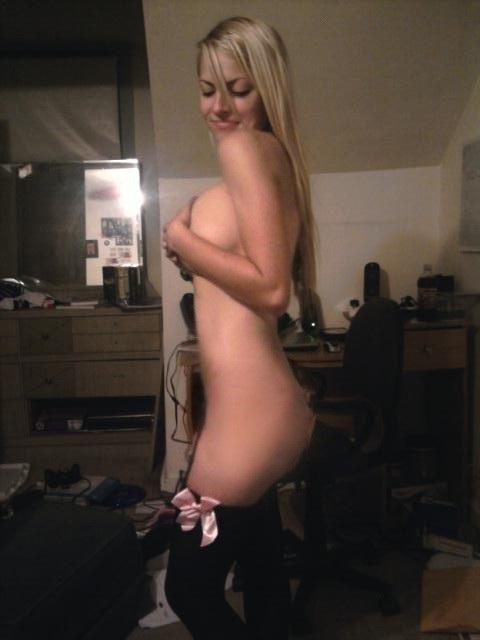 Ученицы в трусах красуются красивой грудью секс фото