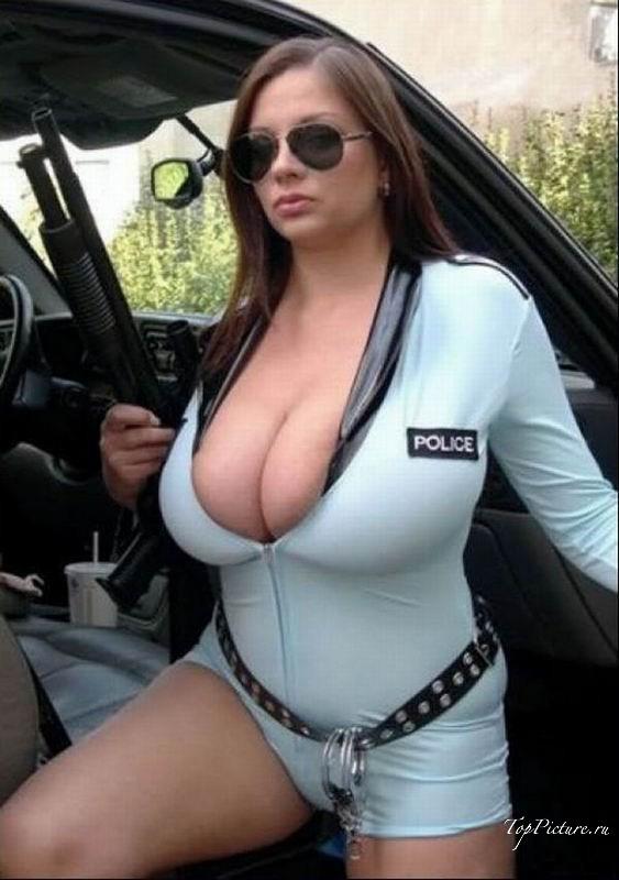 Девушки сексуально выглядят в униформе