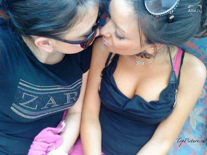 Стервы с силиконовыми губками ведут себя сексуально