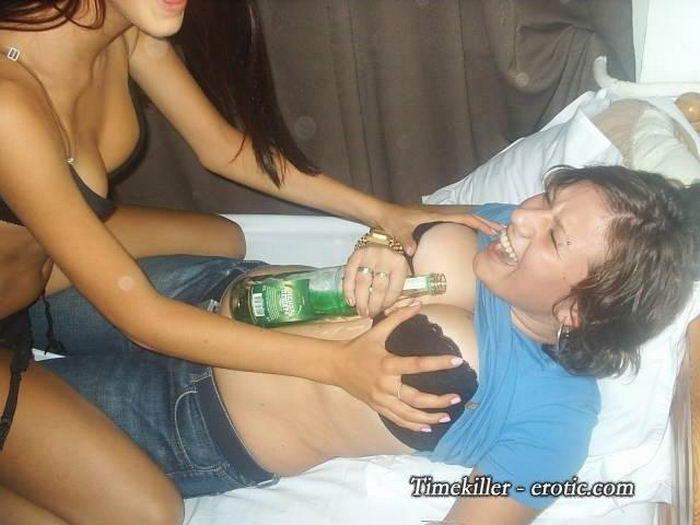 Пьяные вертихвостки развратничают на вписках