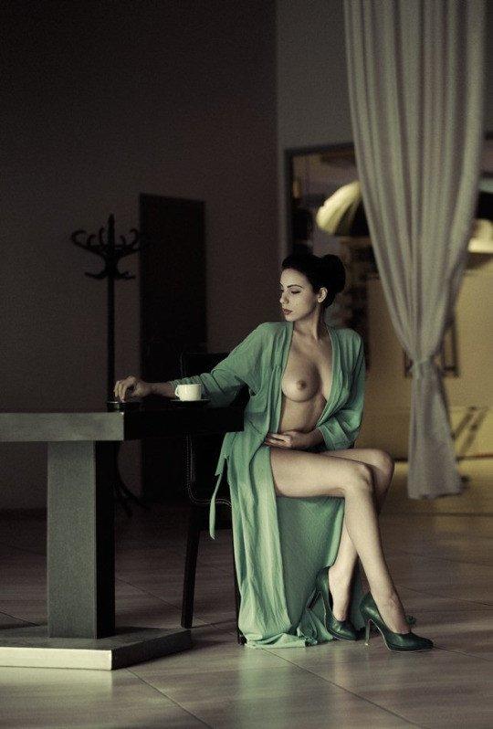 Шикарные сучки показывают идеальные тела без одежды