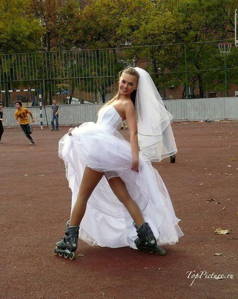 Невесты показывают что у них под юбкой свадебного платья 14 фотография