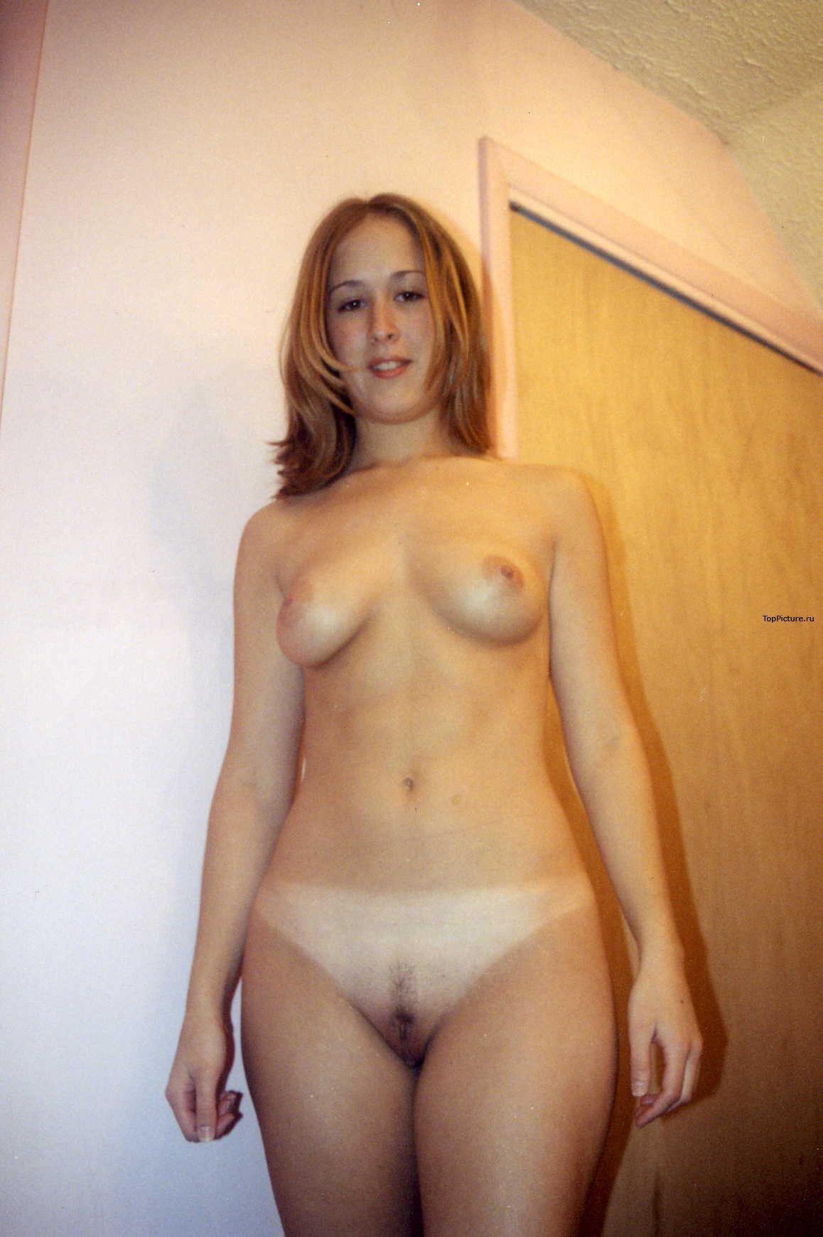 Девахи не против быть дома голыми секс фото