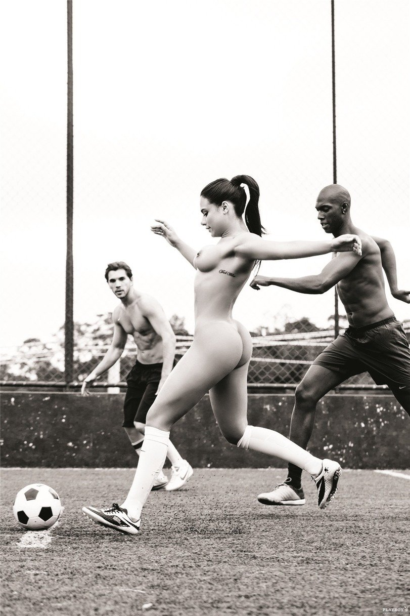 Спортивные грешницы даже не в квартире не прочь показать милую попку смотреть эротику