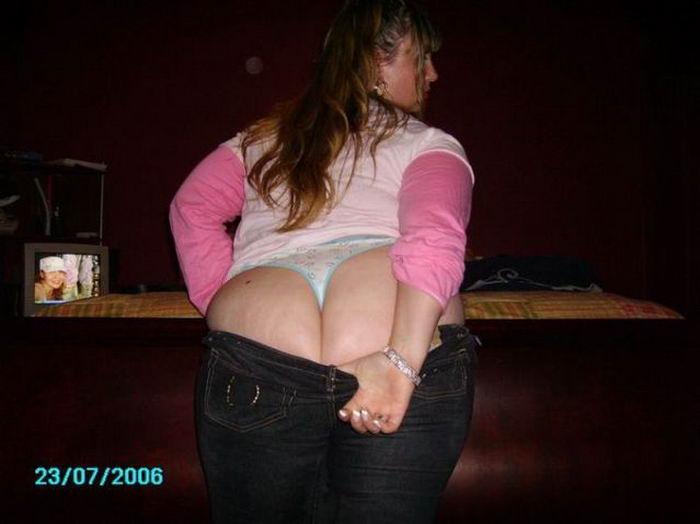 Чики блистают жопами не снимая бикини секс фото