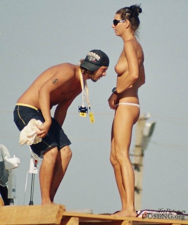 На песке проститутки отдыхают без нижнего белья