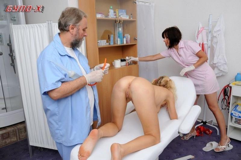 Восемнадцатилетняя милашка расставила ноги на приеме у гинеколога