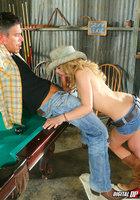 Секс в сапогах на бильярдном столе