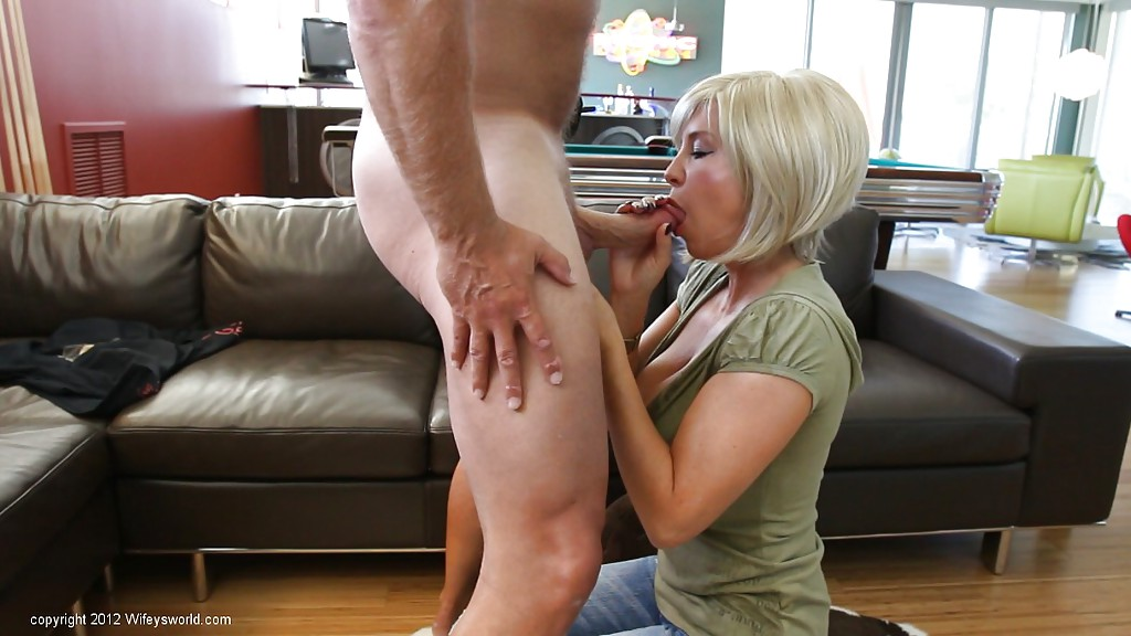 Супруга сосет член, желая получить сперму в ротик