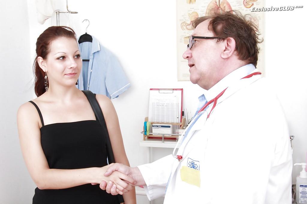 Гинеколог осматривает толстуху #2