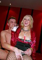Развратники устроили оргию в ночном клубе 4 фотография