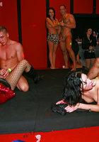 Развратники устроили оргию в ночном клубе 9 фотография