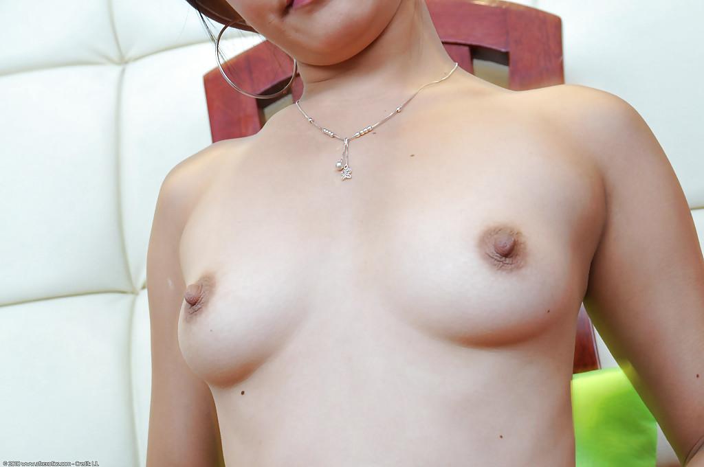 Азиатская стюардесса стягивает униформу секс фото