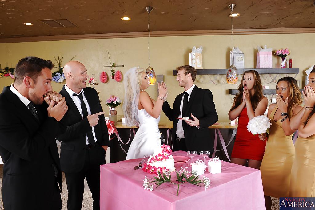 Рыжая подруга невесты пососала жениху на свадьбе
