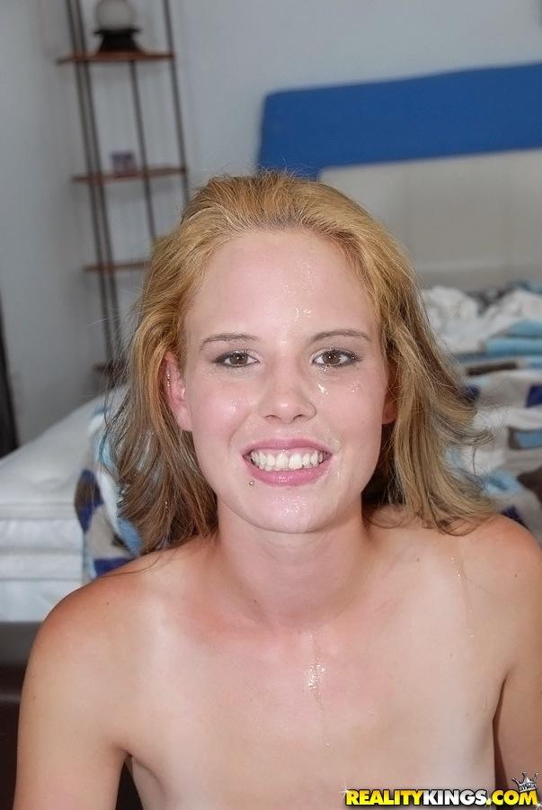 Отымел пассию огромным фаллосом и выплеснул сперму ей на лицо секс фото