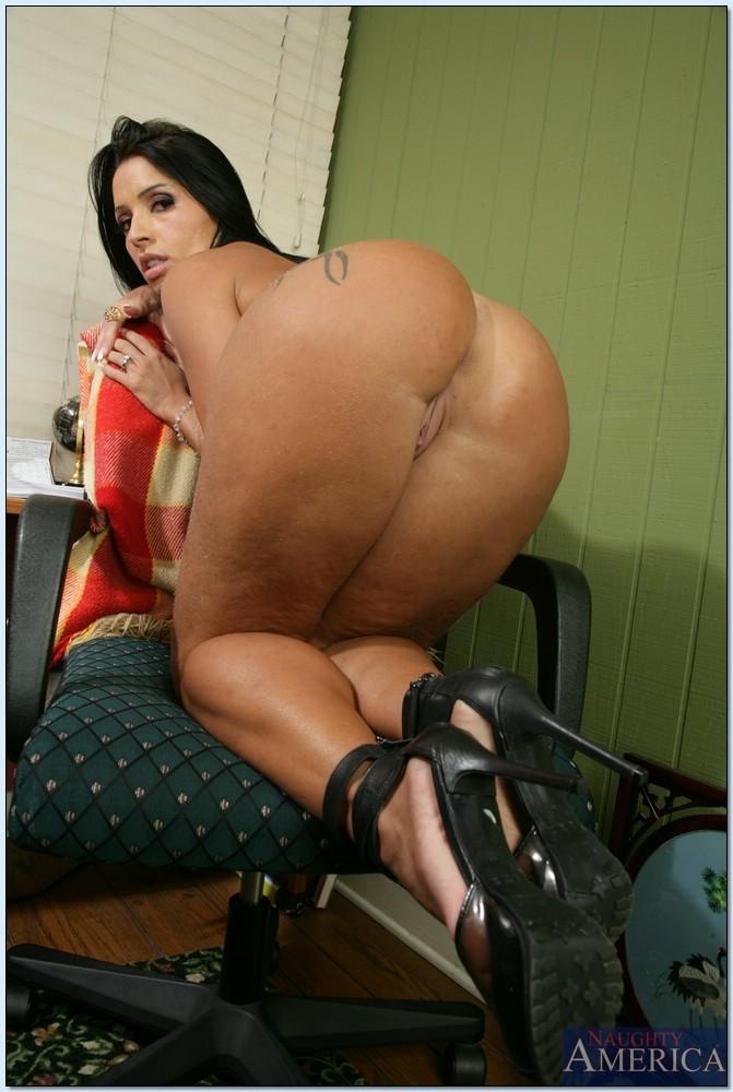 Латиноамериканская милфа Monica Santiago показала свою задницу