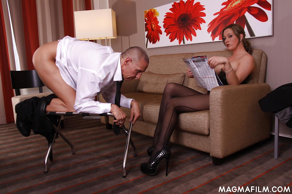 Госпожа Ana Montana доит член своего раба