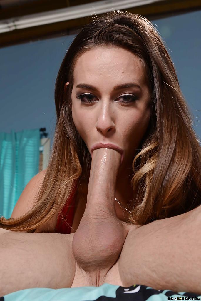 Минетчица Cassidy Klein умеет заглатывать пенис глубоко