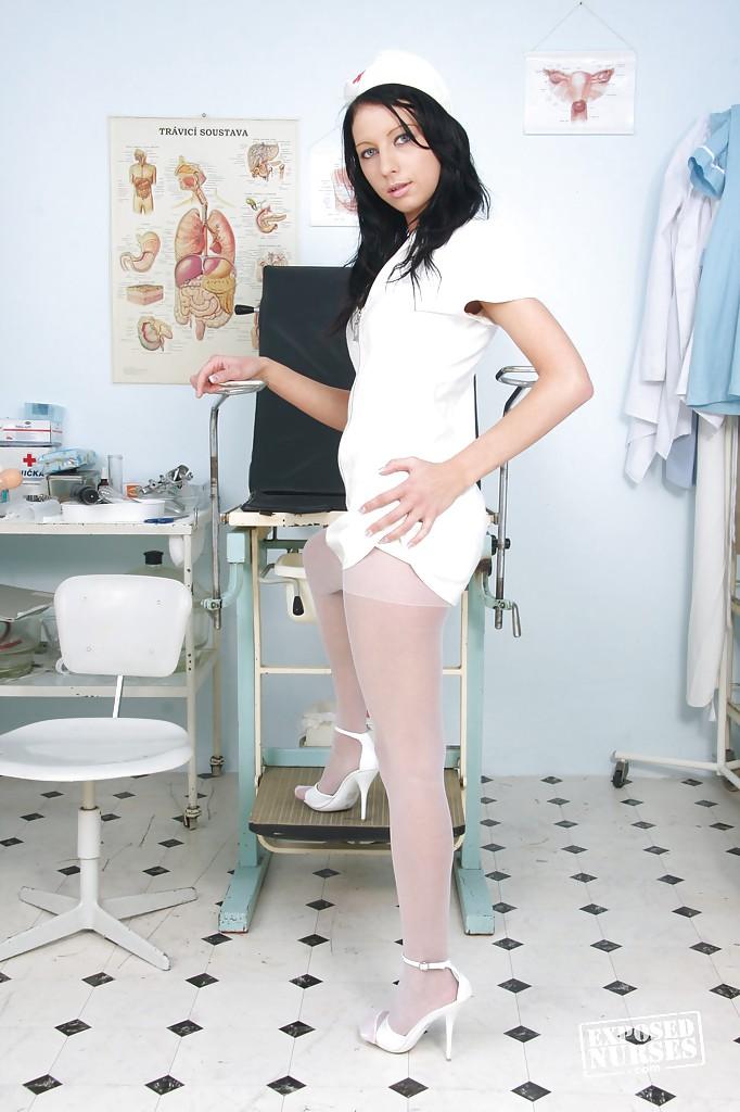 Медсестра захотела золотой дождь в кабинете секс фото