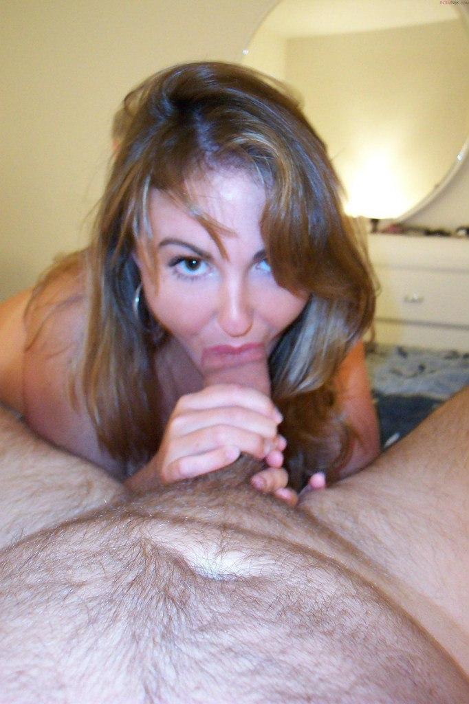 Прелестная мадам соблазнительно целует в апартаментах смотреть эротику