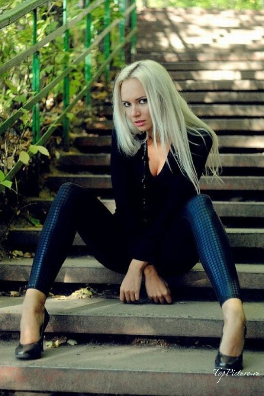 Прекрасные блондинки не отказывают вызывающе красоваться секс фото