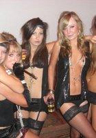 Выпившие барышни гуляют на вечеринках в обнаженном виде 21 фотография