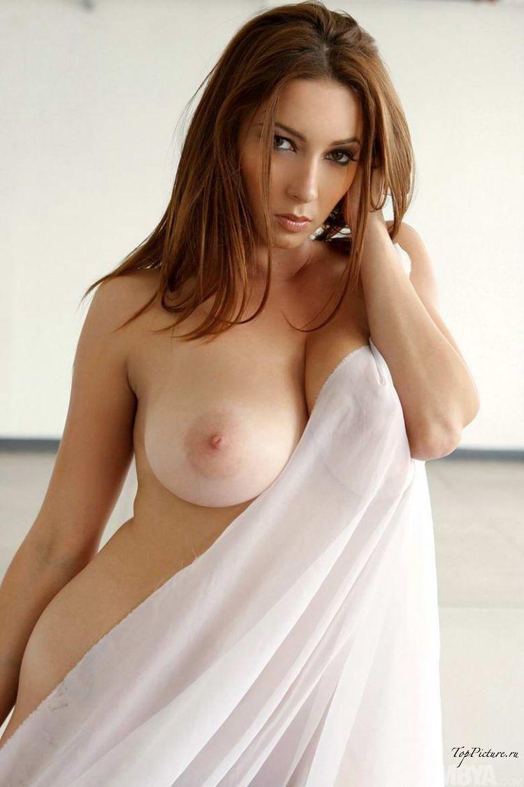 Стройные американки фотографируются прекрасными грудями
